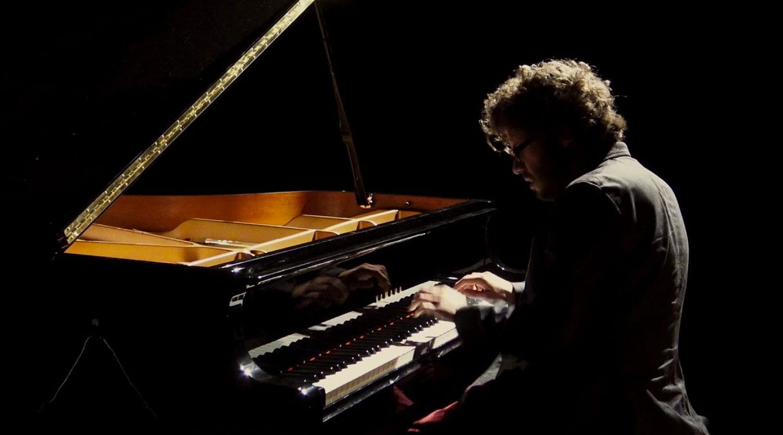 Nicolas Ospina Jazz Smoking Molly